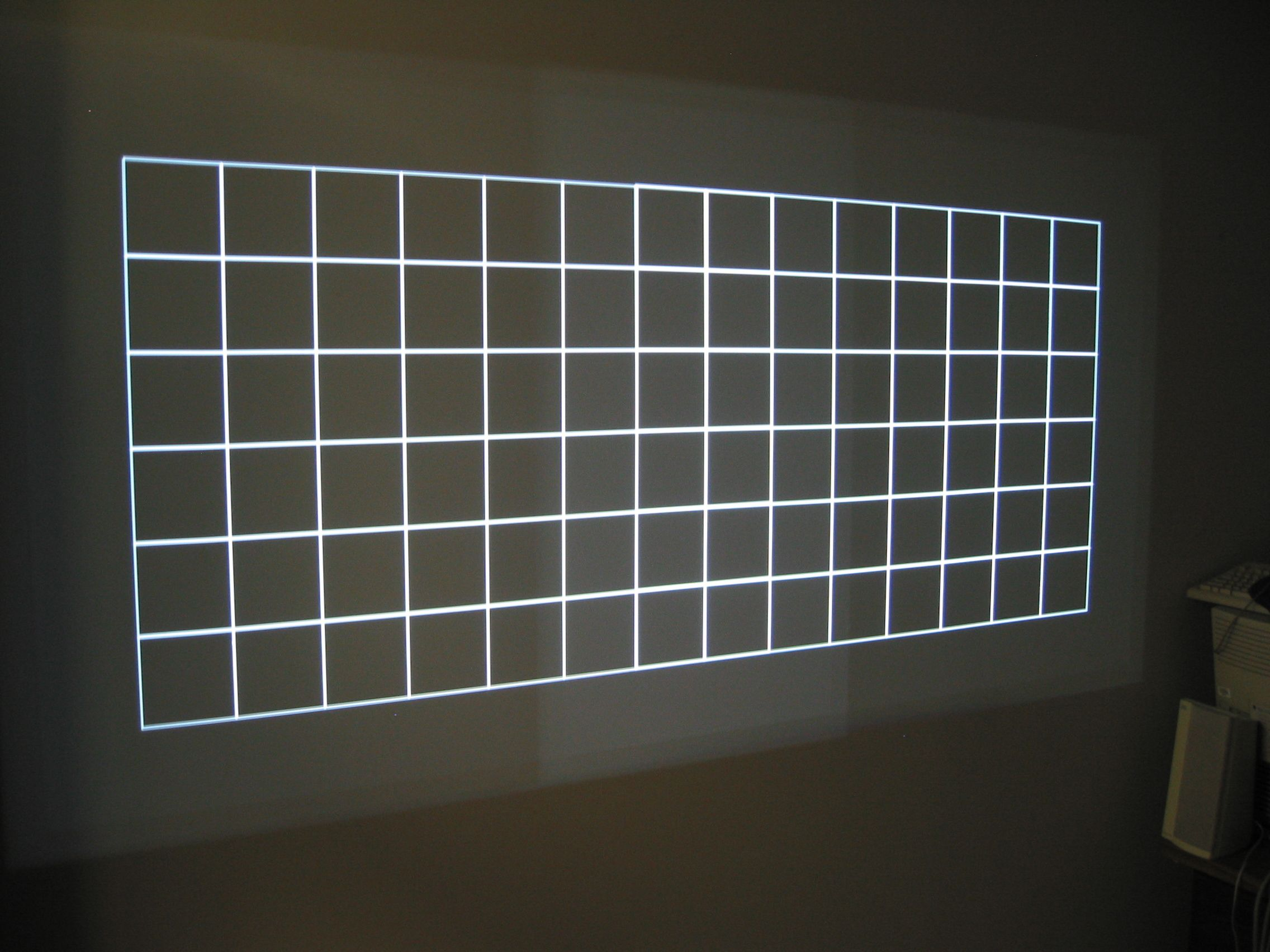 Edge blending using commodity projectors