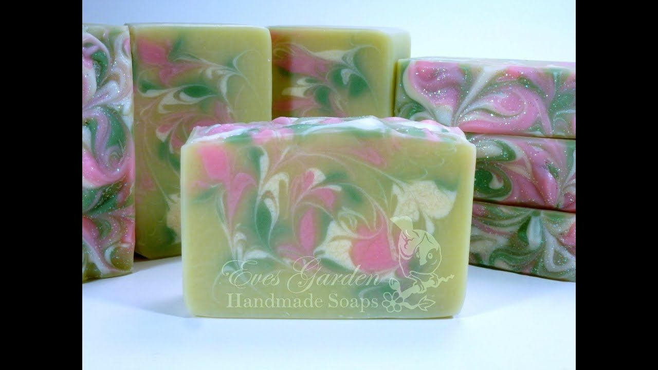 Making & Cutting Crisp Apple Rose Soap - YouTube | Soaping
