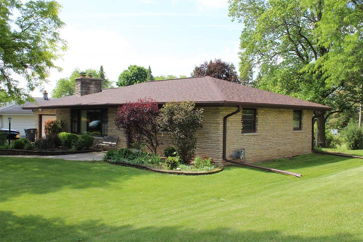 Best Ranch Style Home With Brownwood Colored Owens Corning 640 x 480