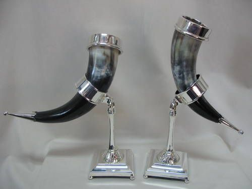 VERGEZE DRINKING HORNS WITH STAND SET OF 2