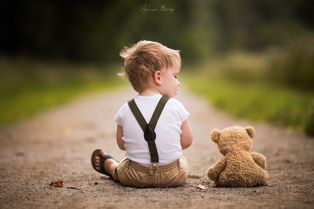 Les photos touchantes d'un père de ses deux fils et de leur ours en peluche   – Gorgeous photograpy