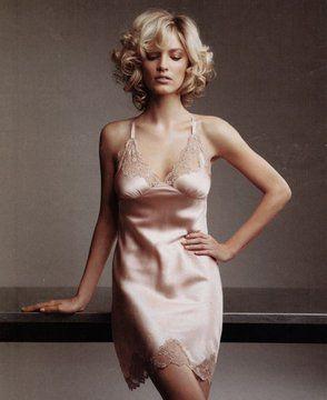 http://cloudfront.bernews.com/wp-content/uploads/2010/02/jenna_judd_berimuda-fashion-model-11.jpgからの画像