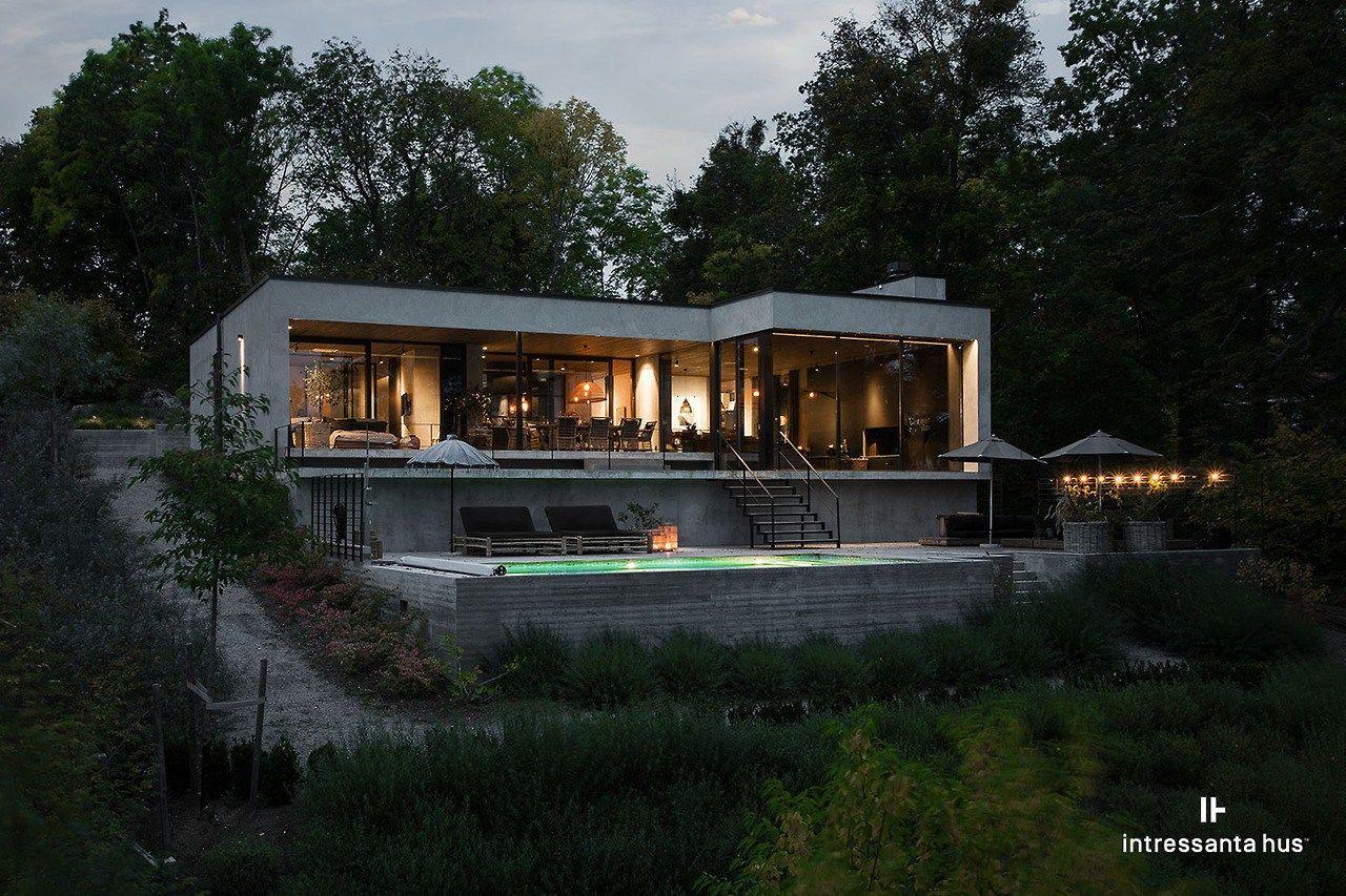 Une Maison D Architecte Aux Murs De Beton Maisons En Beton Maison Architecte Moderne Maison Toit Terrasse