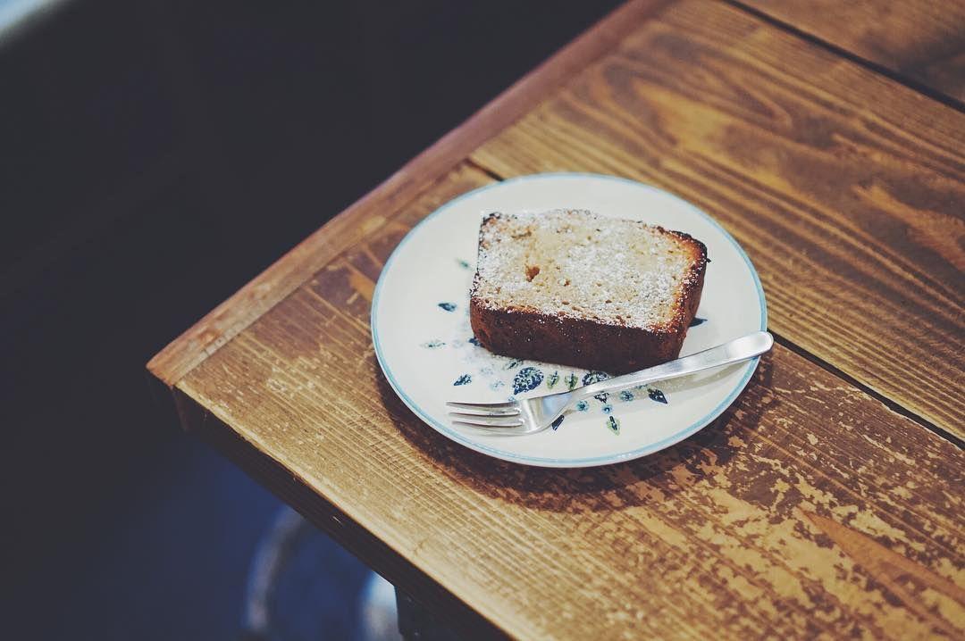 * Banana bread * #sony #sonya7 #sonyalpha #a7 #vscocam #vscofood #instafood #onthetable #cafe