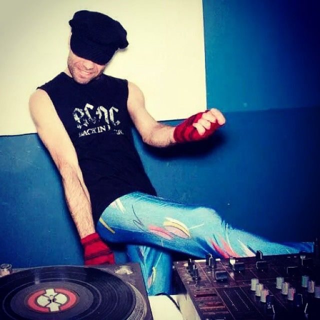 Dance mofo  dance! pH @gorkinha  #Dj #play #records #dance #club #party #cool #leggings