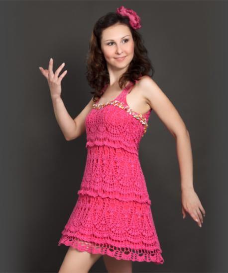 vestido de ganchillo en color rosa. Pink crochet dress