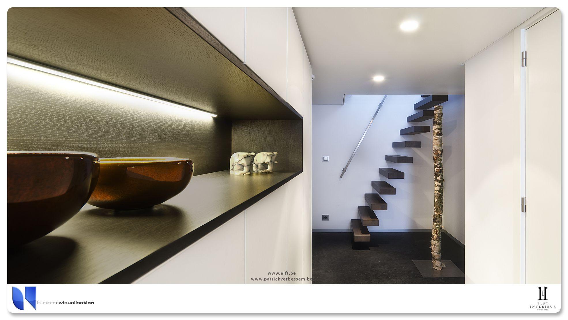 Mooi interieur op binnenvaart schip met zwevende trap en veel