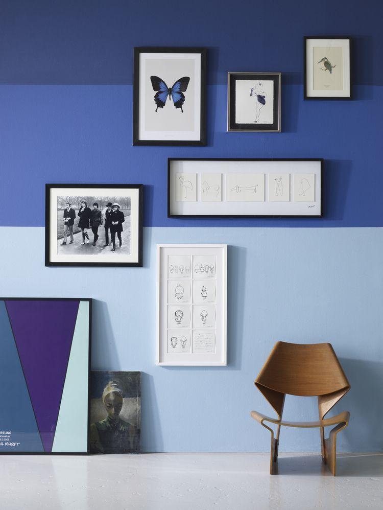 camaieu de bleu harmonis a un fauteuil de bois clair ultra raffine chromatic en bleu. Black Bedroom Furniture Sets. Home Design Ideas