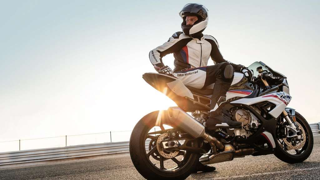 Bmw Motorrad Worldsbk Team At Assen Two Top Six Finishes For Markus Reiterberger On The New Bmw S 1000 Rr Assen Bmw Bmwm Daily Motorcycle News New B