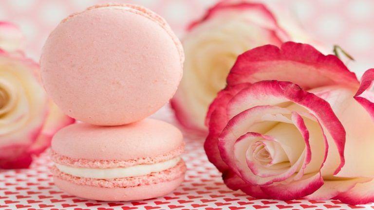طرز تهیه بیسکویت فانتزی طرز تهیه بیسکویت فانتزی ماکارون شیرینی ماکارون Cake Hacks Strawberry Mousse Macarons