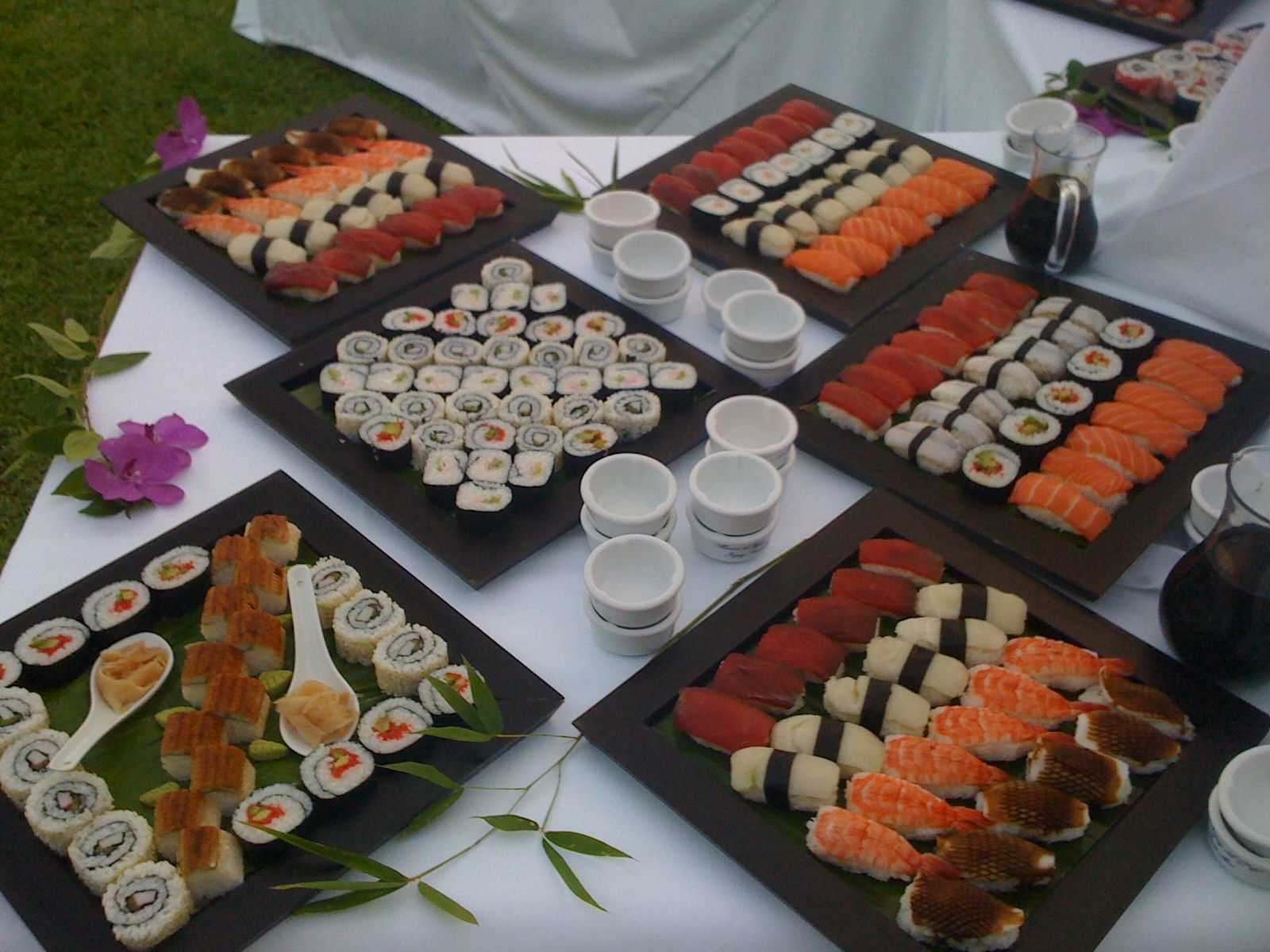 Sushi bar los monteros hotel spa restaurants bars gastronomy pinterest catering de - Bandejas para sushi ...