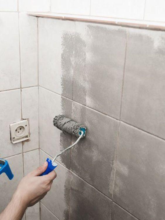 Cambia la imagen de tu ba o en un fin de semana - Pintar azulejos bano ideas ...