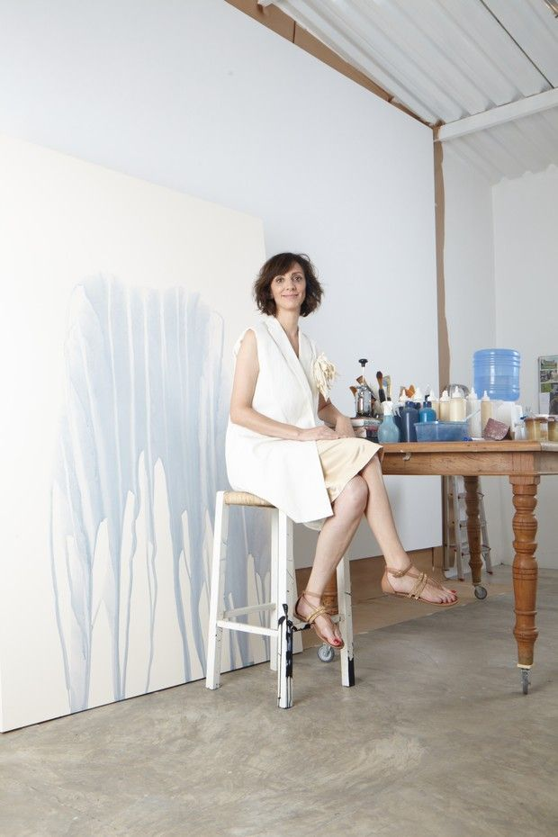 A artista Sandra Cinto em seu ateliê, em São Paulo (Foto: Cassia Tabatini)
