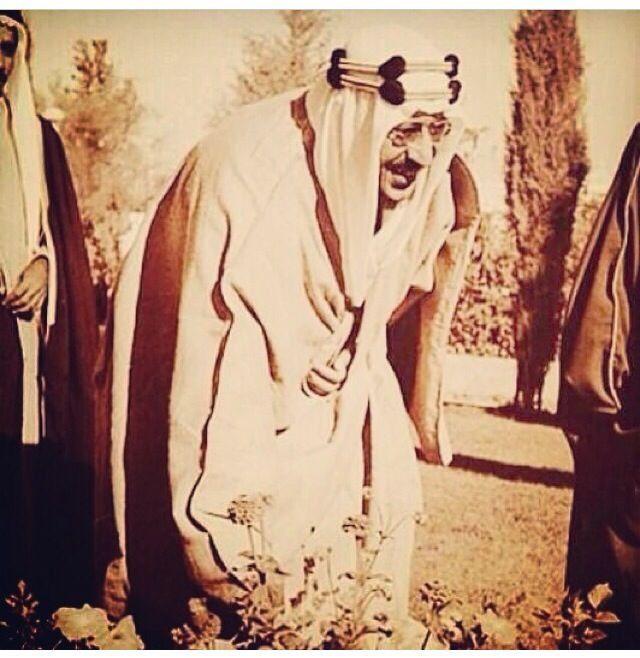 Pin By Sheikha Alzain Laylatul Qadr H On King Saud Ben Abdulaziz Face Art Old Photos Art