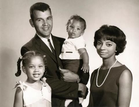 Picture Of Young Vanessa Williams Her Family With Images