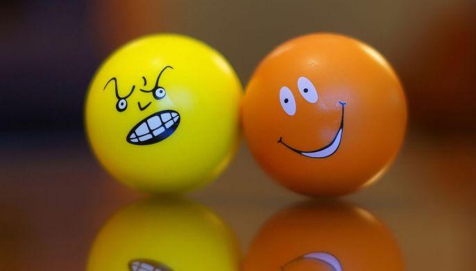 Pin On Articole Emoji wallpaper hd 1080p download