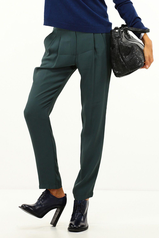 f528b1bc5b11a Pantalone in viscosa con bande laterali e tasche. Pinces sul davanti ed  elastico in vita. COLORE  51289 REPARTO  Abbigliamento STILISTA  Kocca