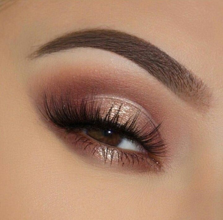 Rose gold eyeshadow look with perfect eyebrows, glam eyeshadow look for going out and - lace -  Ros