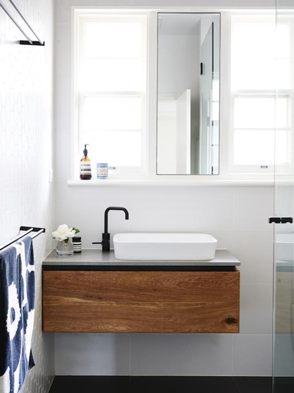Meuble salle de bain bois : 35 photos de style rustique | Guest bath ...