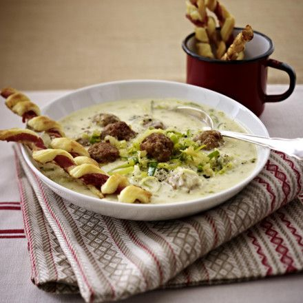 Porree-Mett-Suppe mit knusprigen Schinkenstangen Rezept | Soup ...