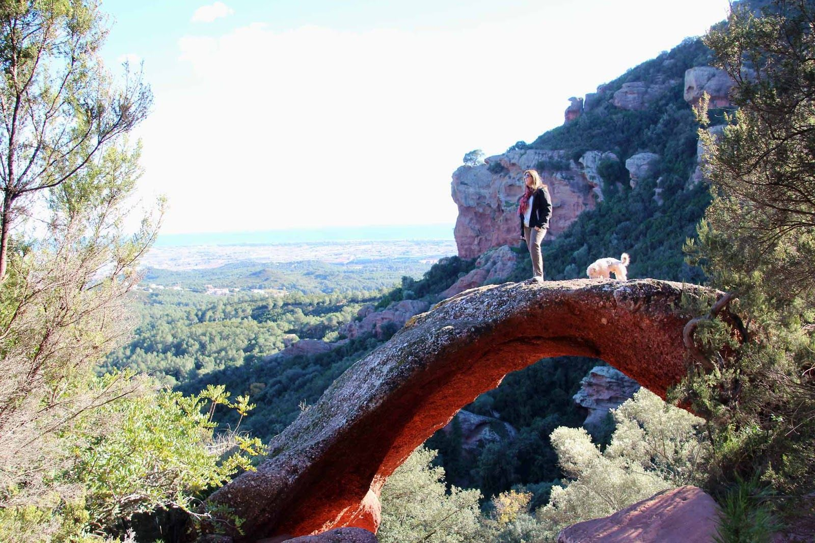 Rutas Mar Mon Roca Foradada Castillo Eramprunyà Y Cueva De Bruguers Gavà Castillos Ruinas Del Castillo Pasarelas De Madera