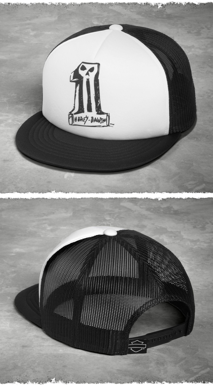 The contrasting black-and-white color scheme 4e68e192d59f