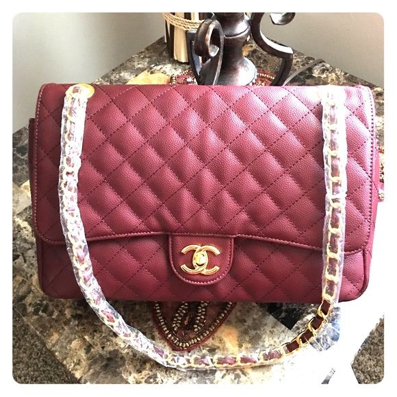 Beautiful burgandy purse NWOT burgandy bag ... Very unique color free gift with each purchase Bags