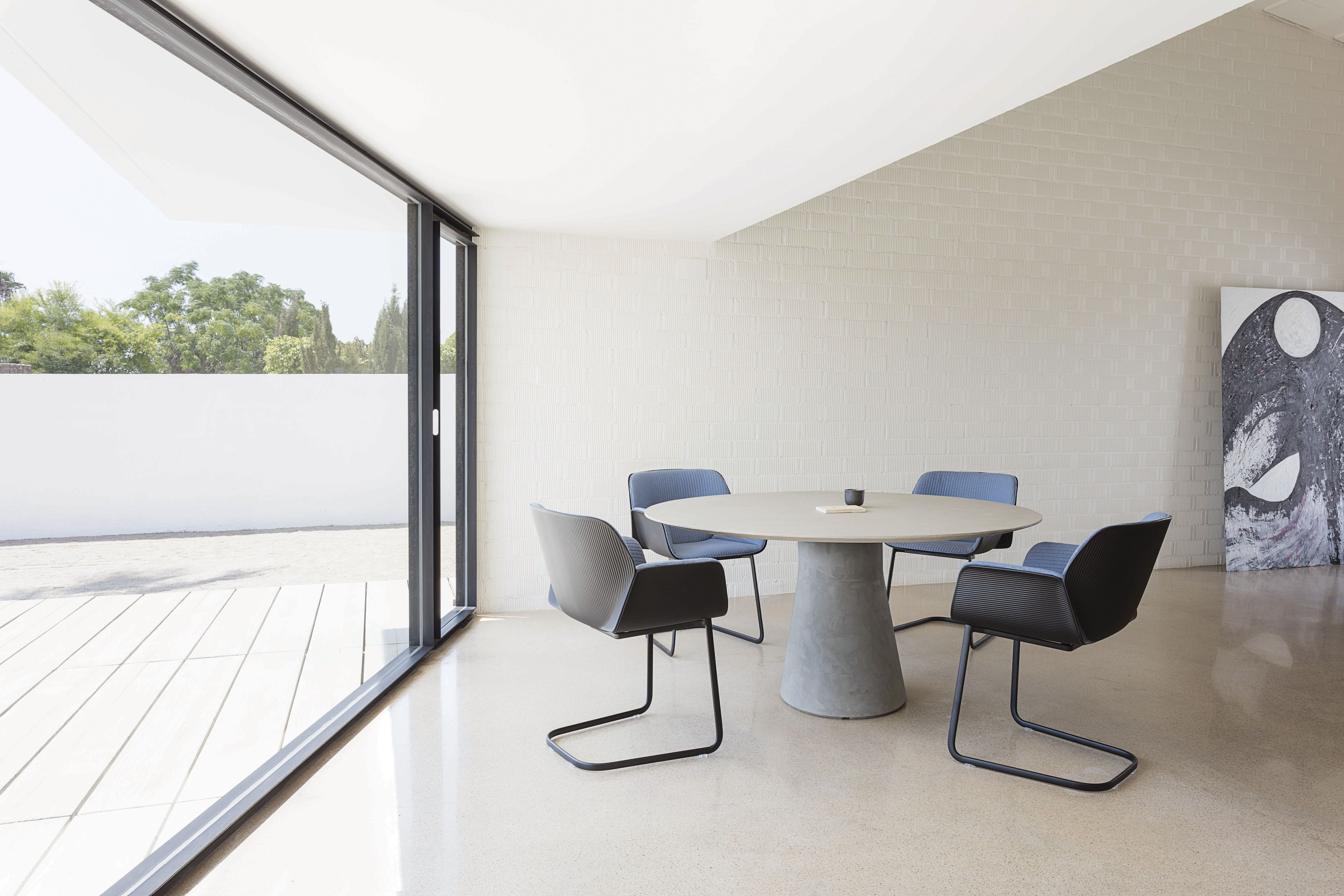 Andreu World Nuez Chairs Amp Reverse Table Andreu World