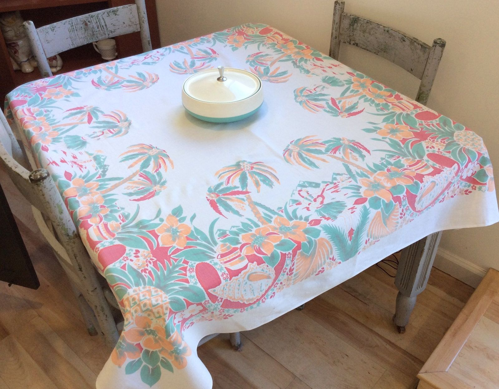 Vintage Broderie Tablecloth Tropical