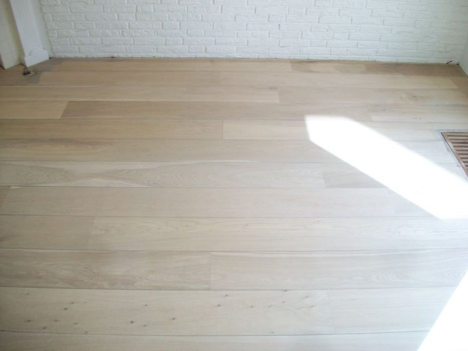 Eiken Houten Vloer : Eiken houten vloer geschuurd renovatie parket