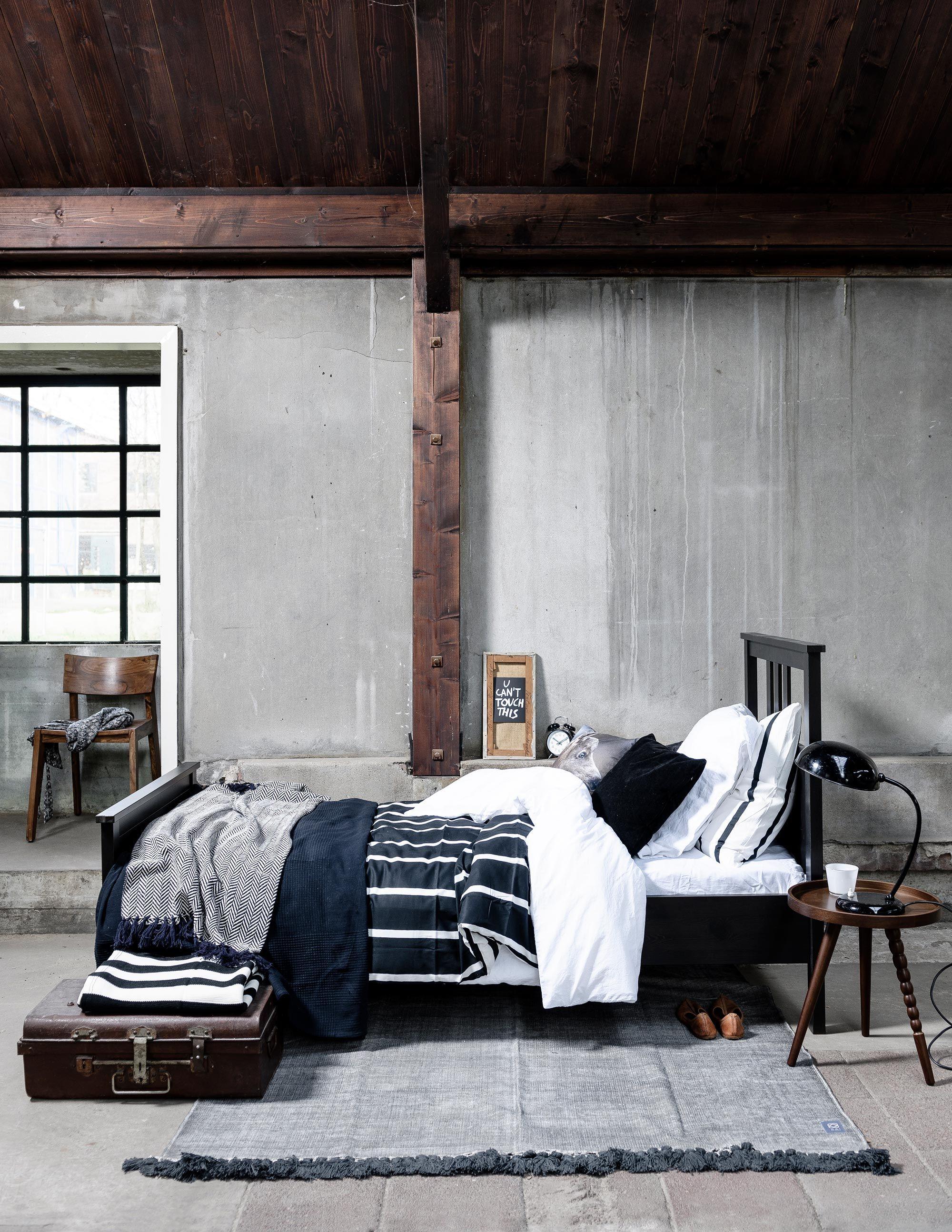 industrile slaapkamer met beton industrial bedroom with concrete fotograaf sjoerd eickmans styling moniek - Concrete Bedroom 2016