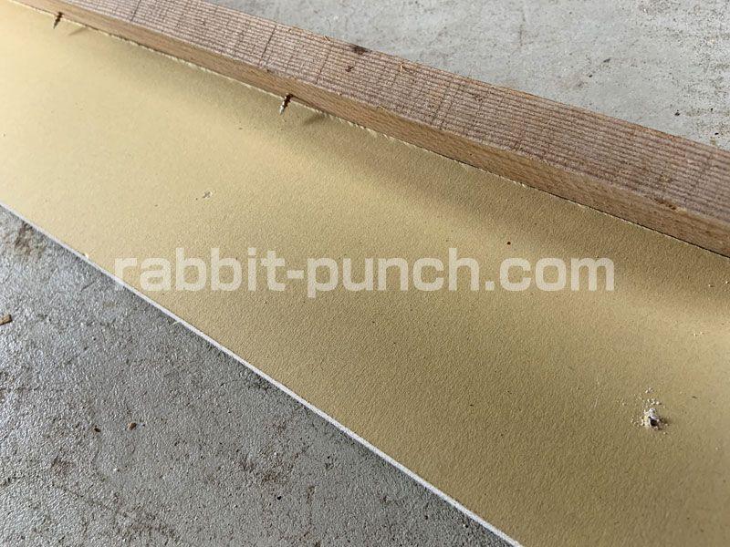 壁下地を組んで石膏ボードを貼る 梁と屋根勾配のカットが鬼門だった Rabbit Punch 石膏ボード 梁 グラスウール