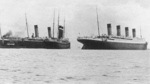 El Titanic deixant a babor els vaixells New York i Oceanic.