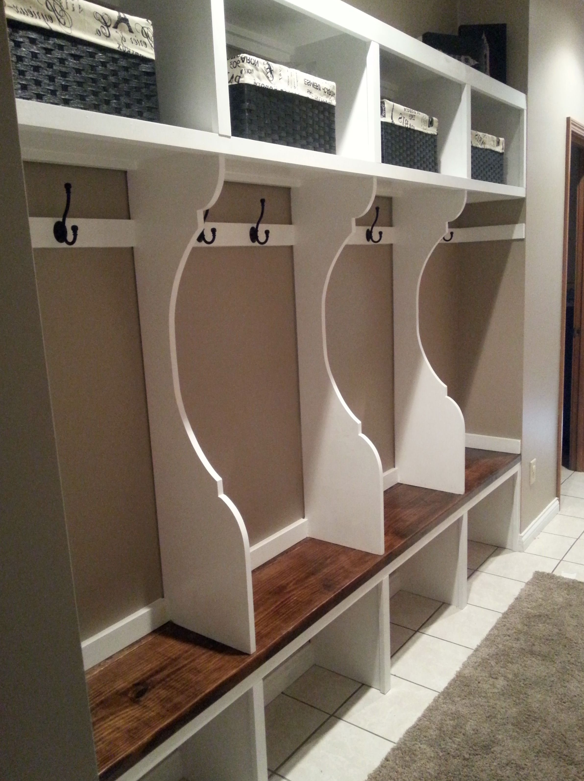 how to build mudroom lockers with bench