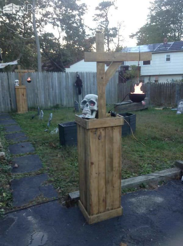 22 Superb Halloween Decorations Using Pallet Wood, Wooden Pumpkins