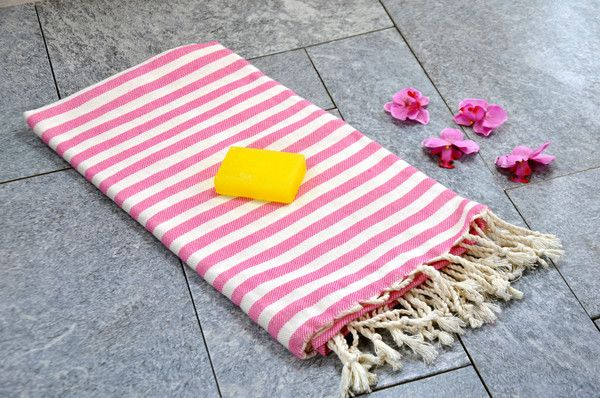"60% Cotton, 40% Bamboo Turkish Bath & Beach Towel Model: Acacia Dimensions: 100 x 180 cm / 39"" x 71 "" Weight: 300 gr. Color: Pink Care: Machine Wash max 40°"