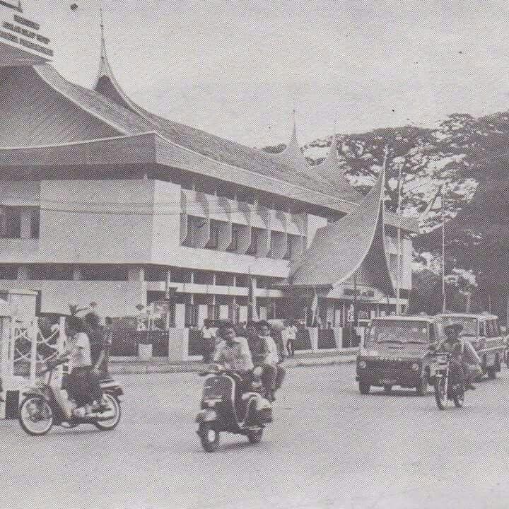 Kantor Pos Padang 1982 Arsitektur Indonesia Bangunan
