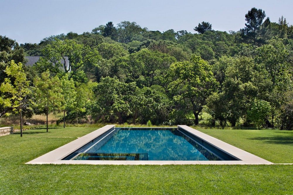 Neat outdoor pool   | Usual House