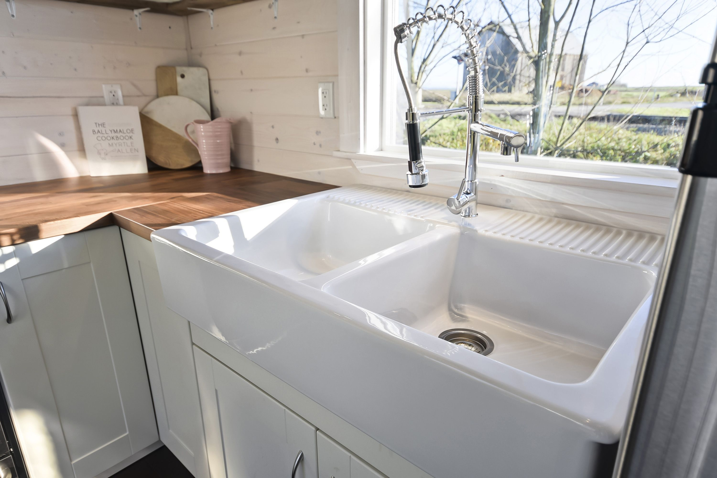 we love this double ceramic farm style sink with the butcher block rh pinterest com