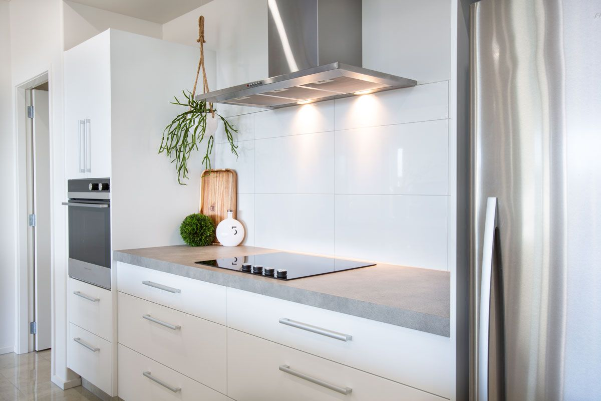 Stunning White Tiled Kitchen Splash Back With Hanging Plant To Add