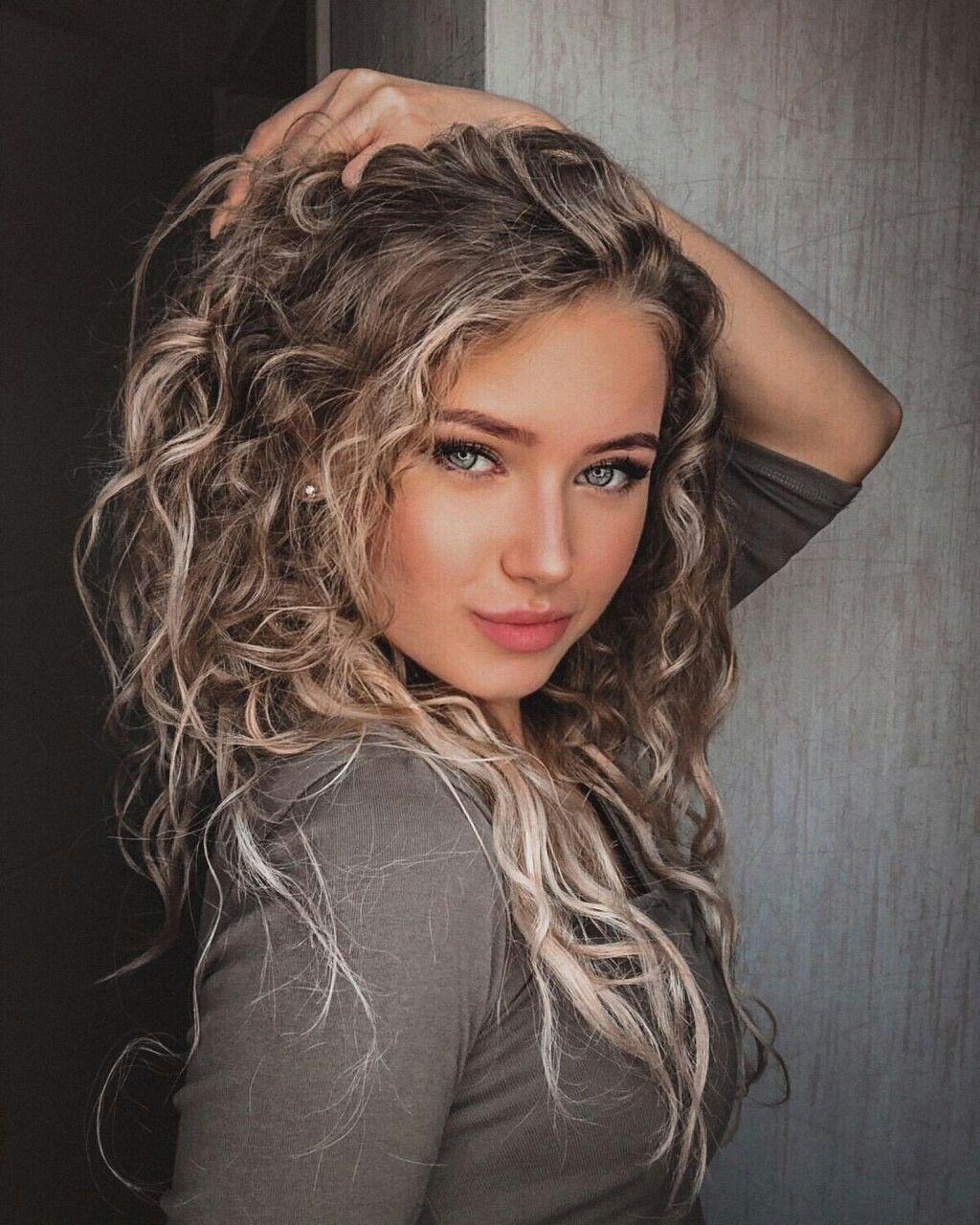 Hot girls celebraties Top 10 Hottest Female Instagram Celebrities Watchmojo Com
