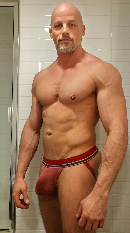 Reife Männer in Unterwäsche