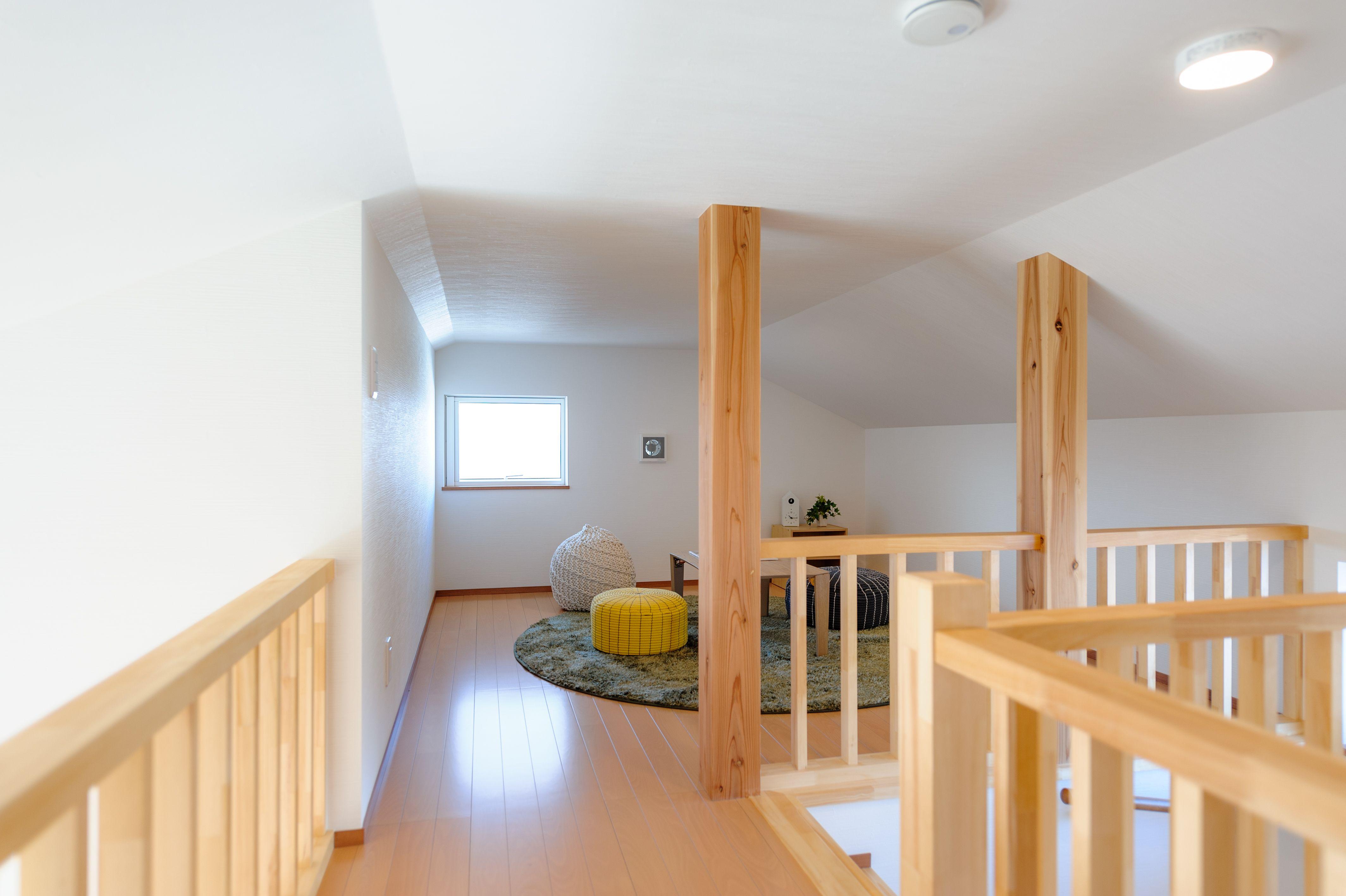 4 5帖ずつ2区画の屋根裏部屋 固定階段でラクラク昇降 屋根裏部屋の