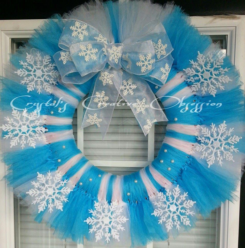 Frozen inspired snowflake tulle wreath https facebook for Decoration porte reine des neiges
