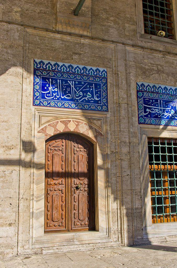 مسجد سكولو محمد باشا هو مسجد عثماني يقع في منطقة الفاتح في اسطنبول تركيا صم مه المهندس العملاق سنان باشا لأجل الوزير الأكبر محمد با Enamel Pins Masjid Art