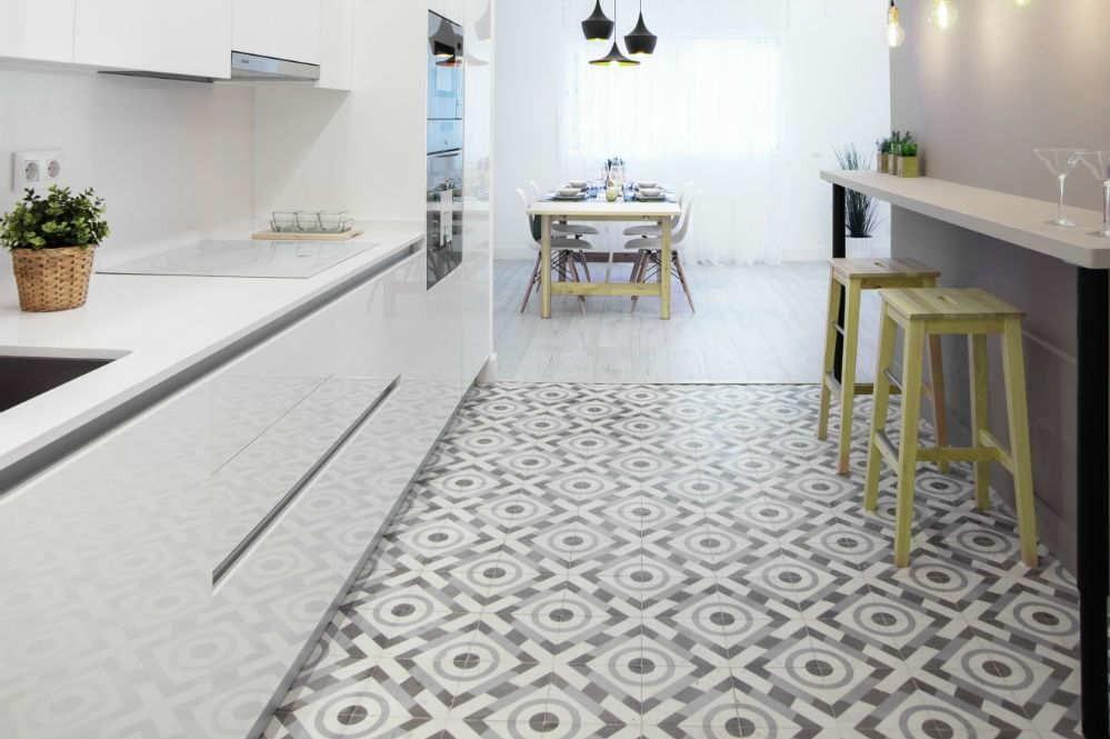 Azulejos hidráulicos en cocina con modelo Sant Marti Cocinas