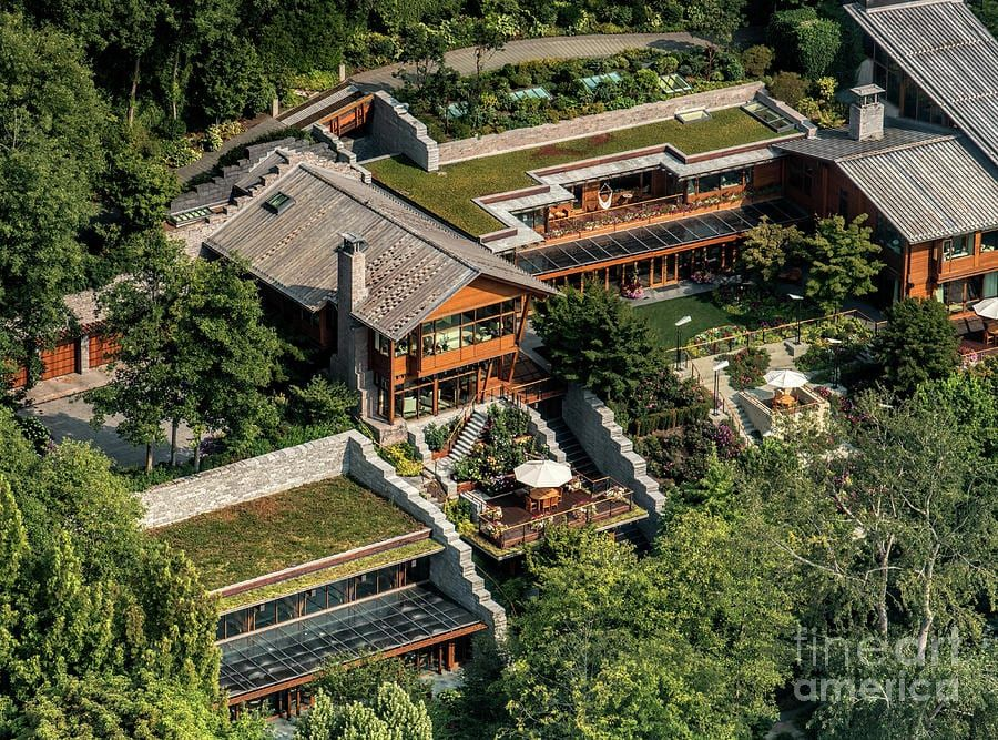 25 Of The Most Valuable Pieces Of Property On Earth Top5 Com Bill Gates S House Expensive Houses Luxury Pools