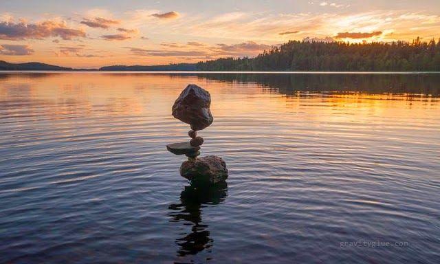 Conoce el secreto de cómo este chico logra mantener en equilibrio las rocas - Vida Lúcida