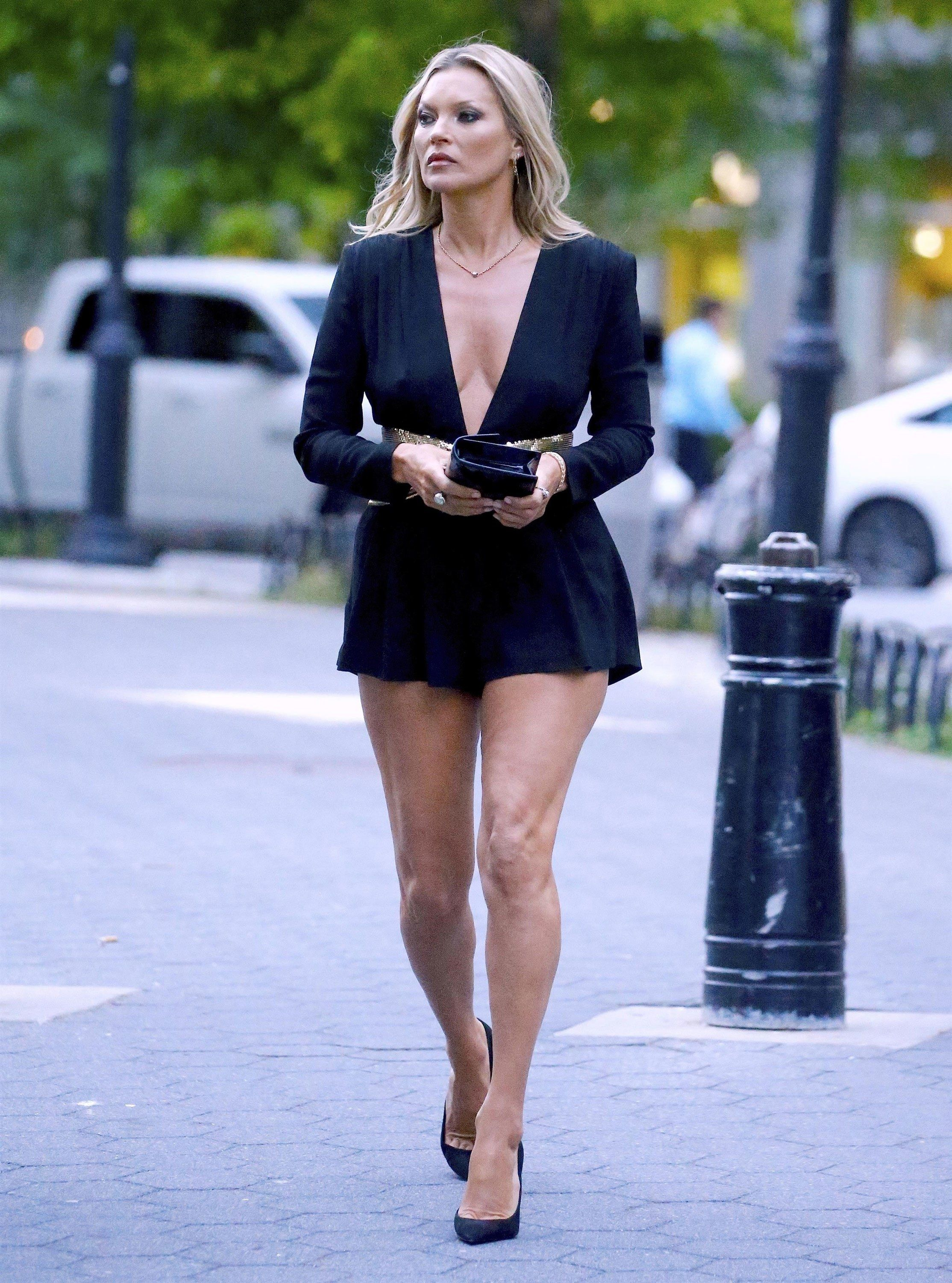 d79a9f7005 Kate Moss Proves Why 40 Is the New 20 With a Jaw-Dropping Leg Reveal