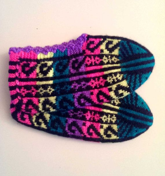 Hey, I found this really awesome Etsy listing at https://www.etsy.com/listing/175693567/hand-knitted-slippers-socks-home-shoes